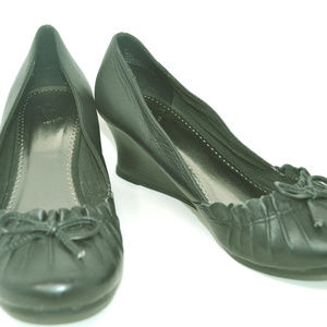 Report Women's Black Leather Low Wedge Shoes